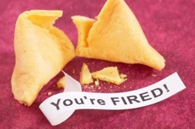 Уволнен